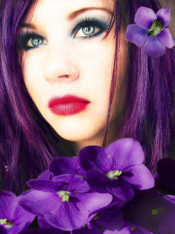 beau-visage-de-femme-fleurs-violet-flora