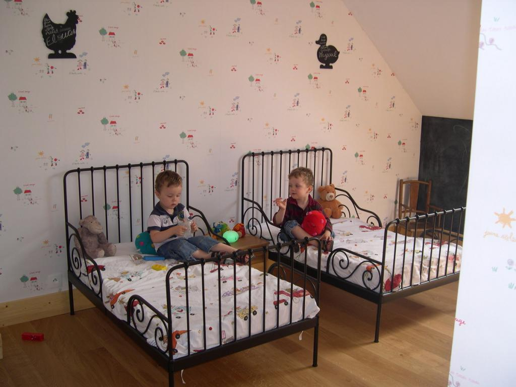deco chambre jumeaux pr l vement d 39 chantillons et une bonne id e de concevoir. Black Bedroom Furniture Sets. Home Design Ideas